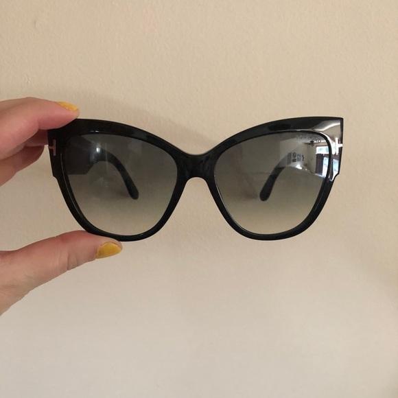 fd0911192ba Tom Ford black sunglasses. M 5ab011f99cc7ef58fc4ca198. Other Accessories ...
